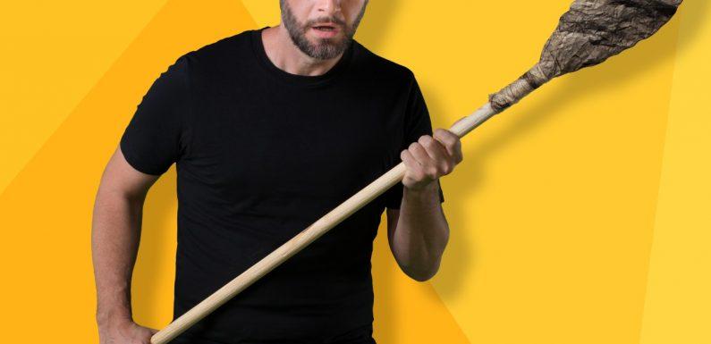 Carlos Sánchez interpreta obra de Broadway, se convertirá en el Cavernícola