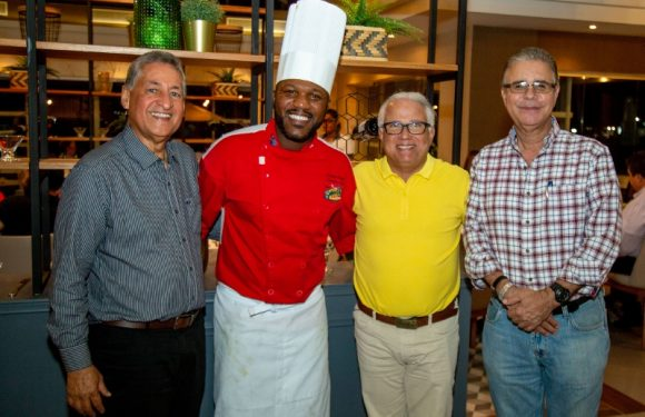 """Master Chef cocina para comensales del restaurante """"Hernann"""" del Casa Marina Beach & Reef"""