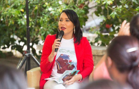 """Lorenny Solano presenta libro """"El Oso y la Rosa"""""""