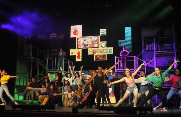 """Talento joven protagoniza con éxito musical """"FAME"""""""